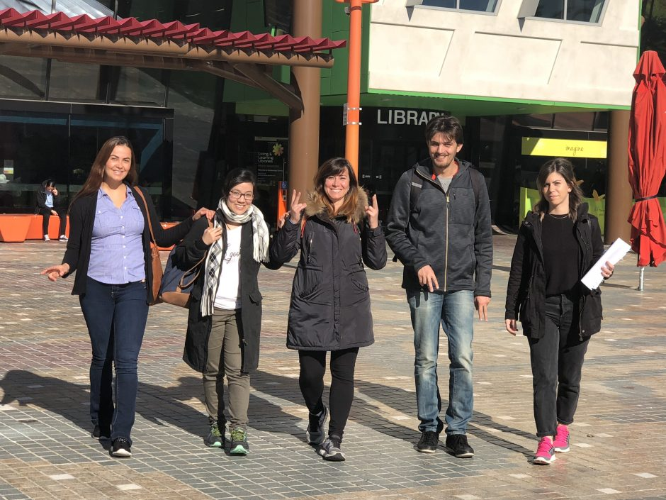 Students-in-front-of-library